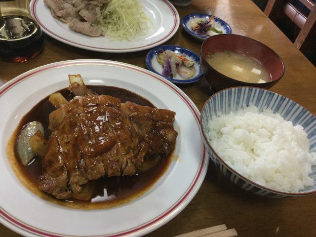 自由軒・焼き肉(ポークチョップ)
