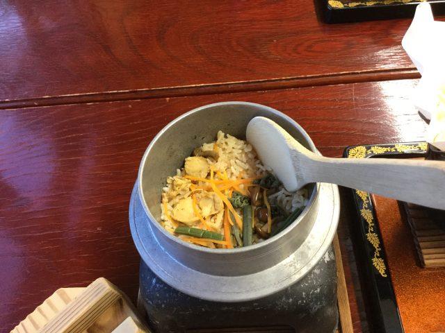 ホタテ釜飯