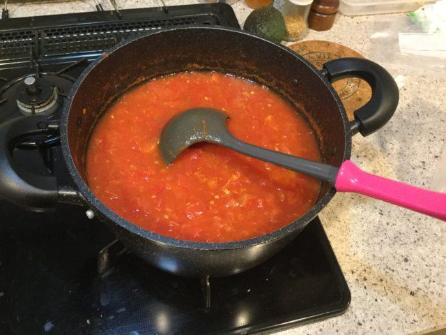 トマトを煮る